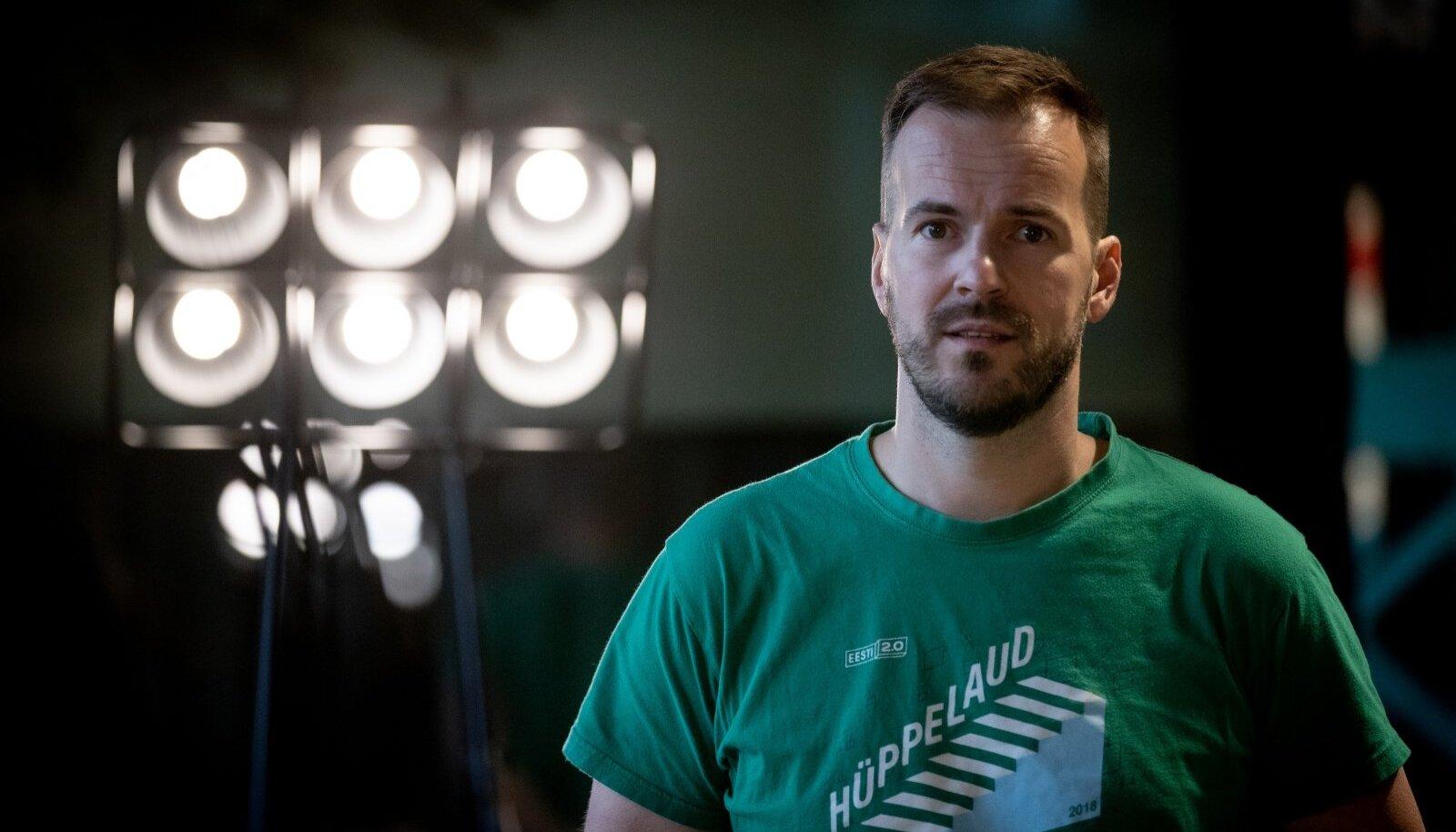 Peale TransferWise'i ühe asutaja Taavet Hinrikuse kuuluvad Briti meediakontsernilt Archant ajalehe The New European ostnute hulka endine BBC ja New York Timesi juht Mark Thompson ning aastail 2005–2020 Financial Timesi peatoimetaja olnud Lionel Barber.