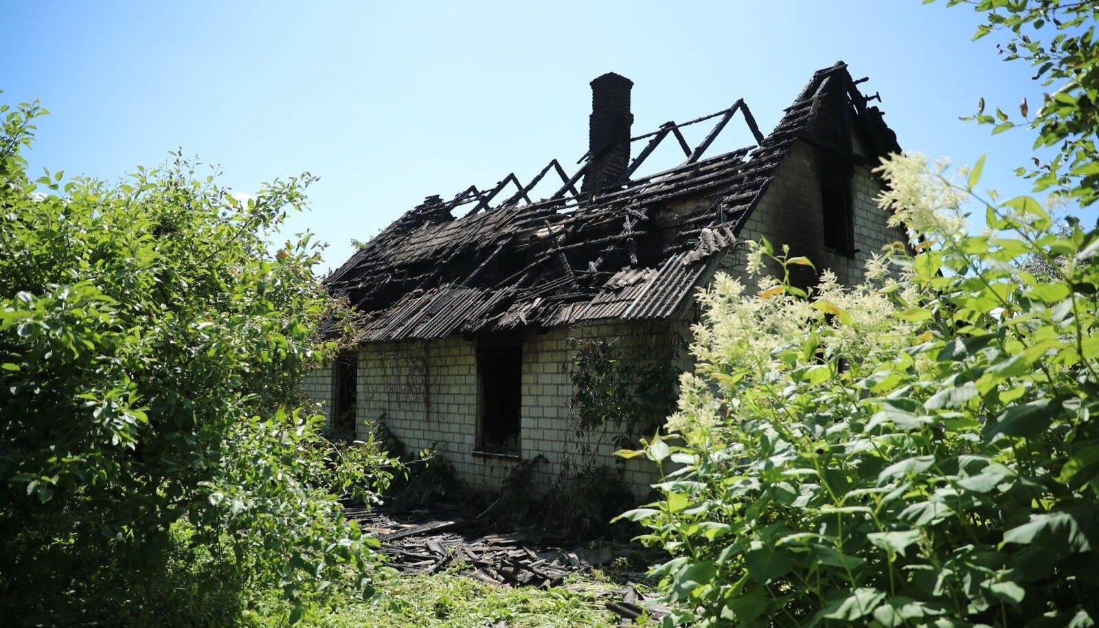 Tartumaal Kükitaja külas põles elumajja 16-aastane noormees.