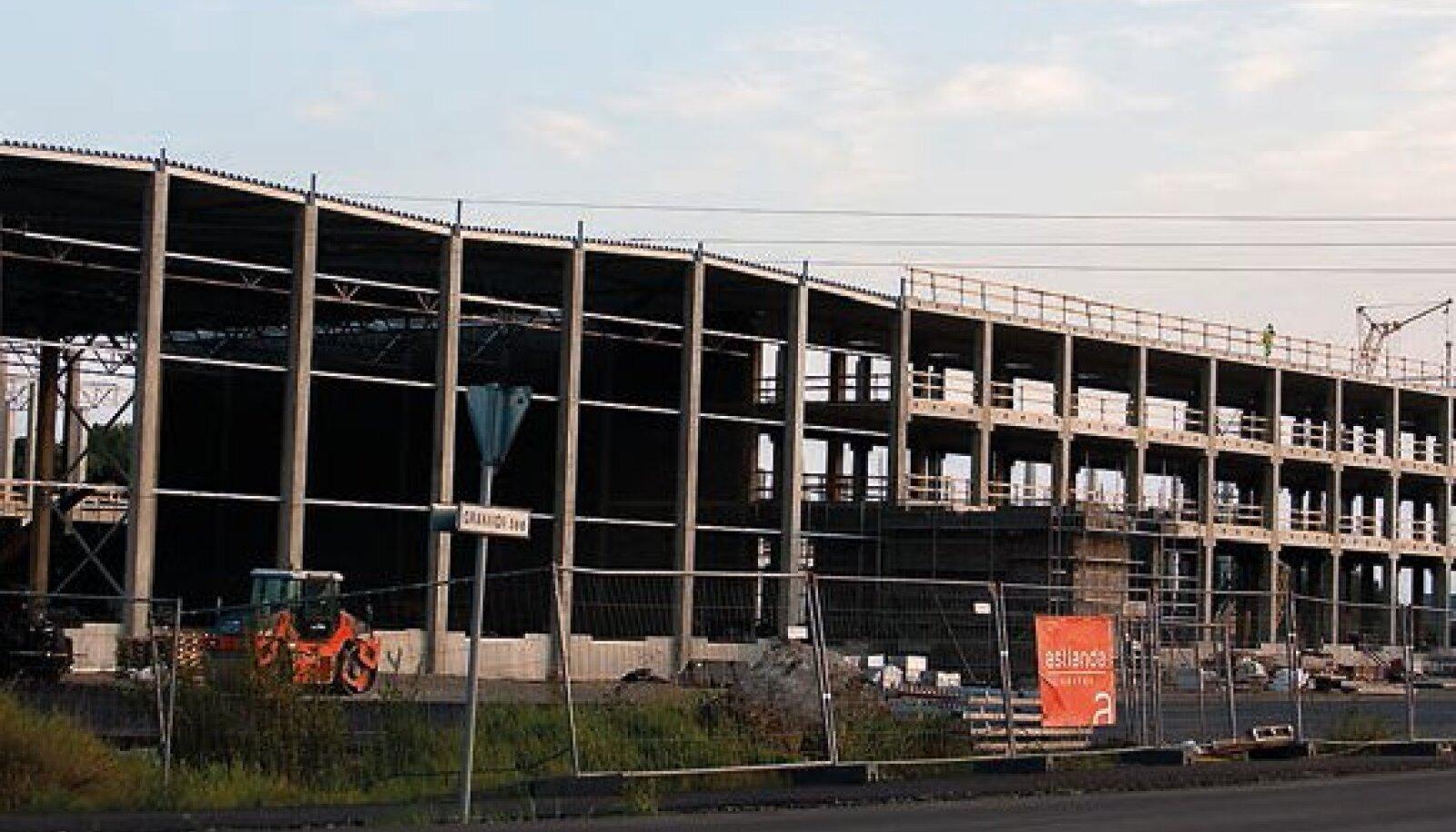 jaekaubandusorganiBLS- i kaubamärki esindava Sanitex Estonia OÜ hoone ehitamine Assaku viadukti juurde.