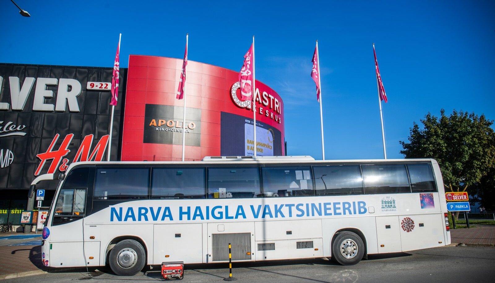 Vaktsineerimisbuss Narvas astri keskuse juures