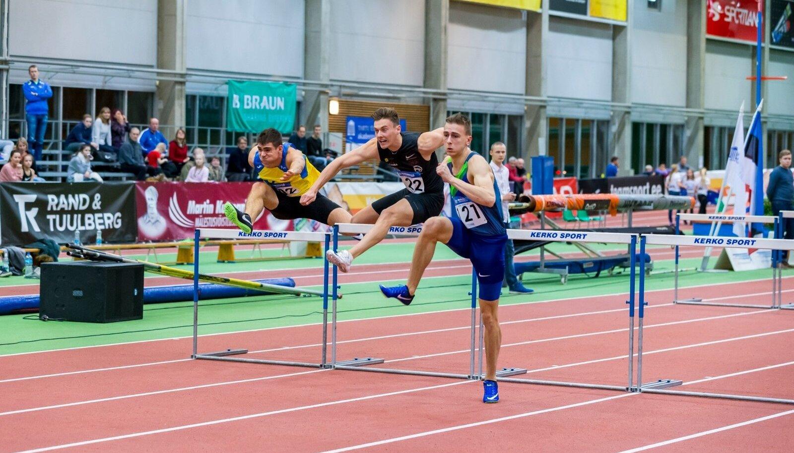 Johannes Treiel (paremal) liikumas jooksu võidu poole.