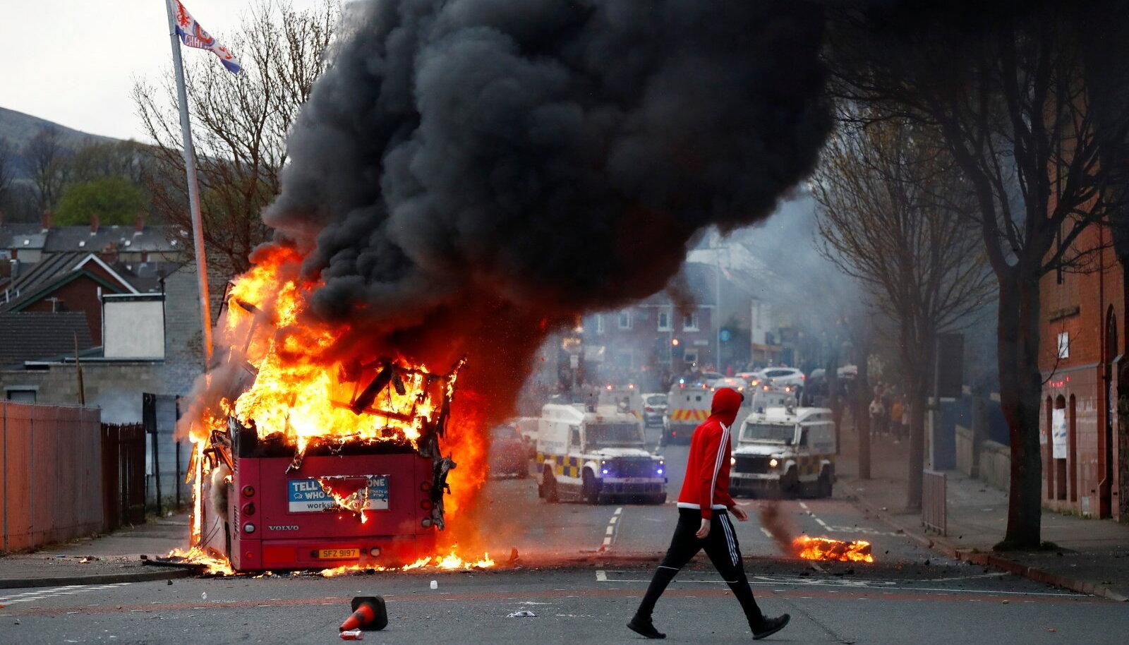 Kolmapäeval Belfastis põlema süüdatud buss
