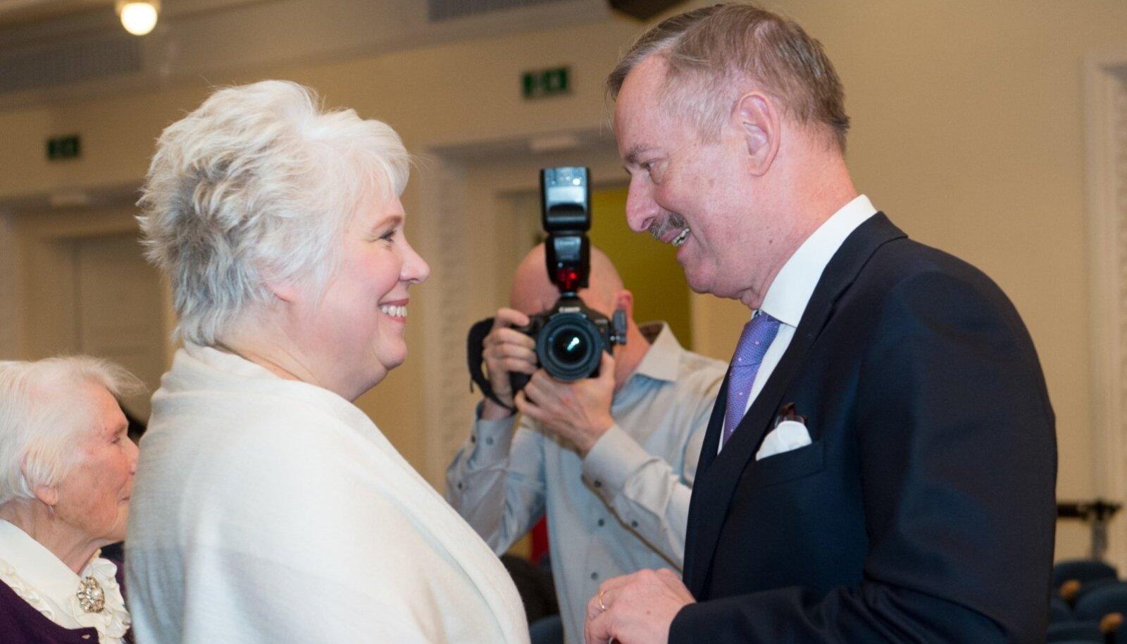 Ehkki Reformierakonna valijad pöörasid näo Siim Kallase suunas, on Marina Kaljurand endiselt ülivõimas soosik presidendikandidaadi kohale.