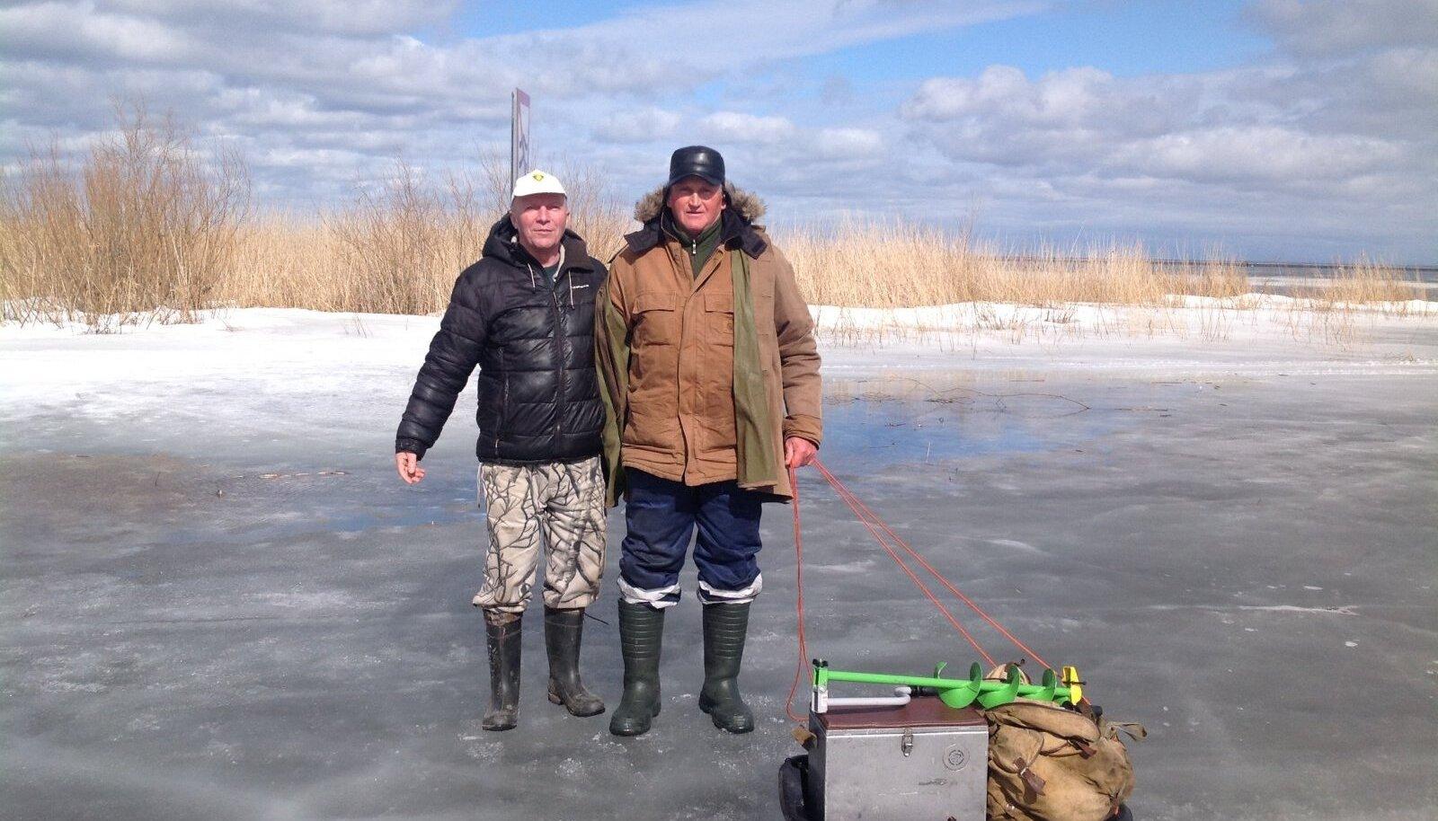 Peipsilt päâstetud kalamehed Viktor Haljast ja Raivo Romani.