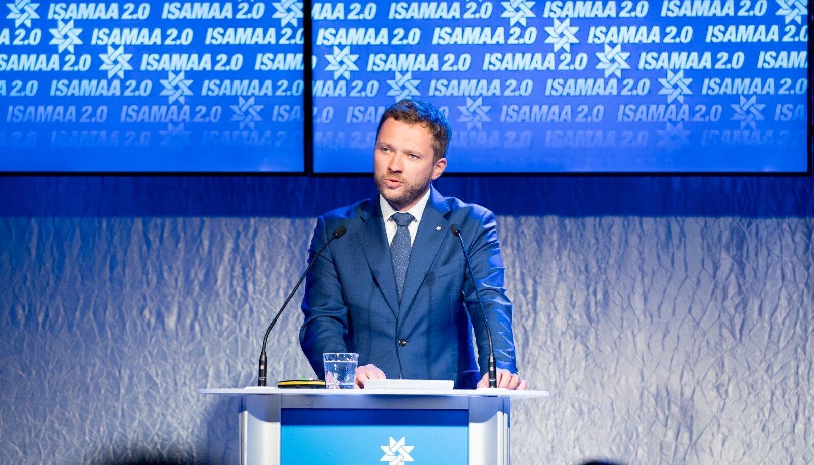 IRL-i  esimees Margus Tsahkna erakonna volikogul kõnet pidamas