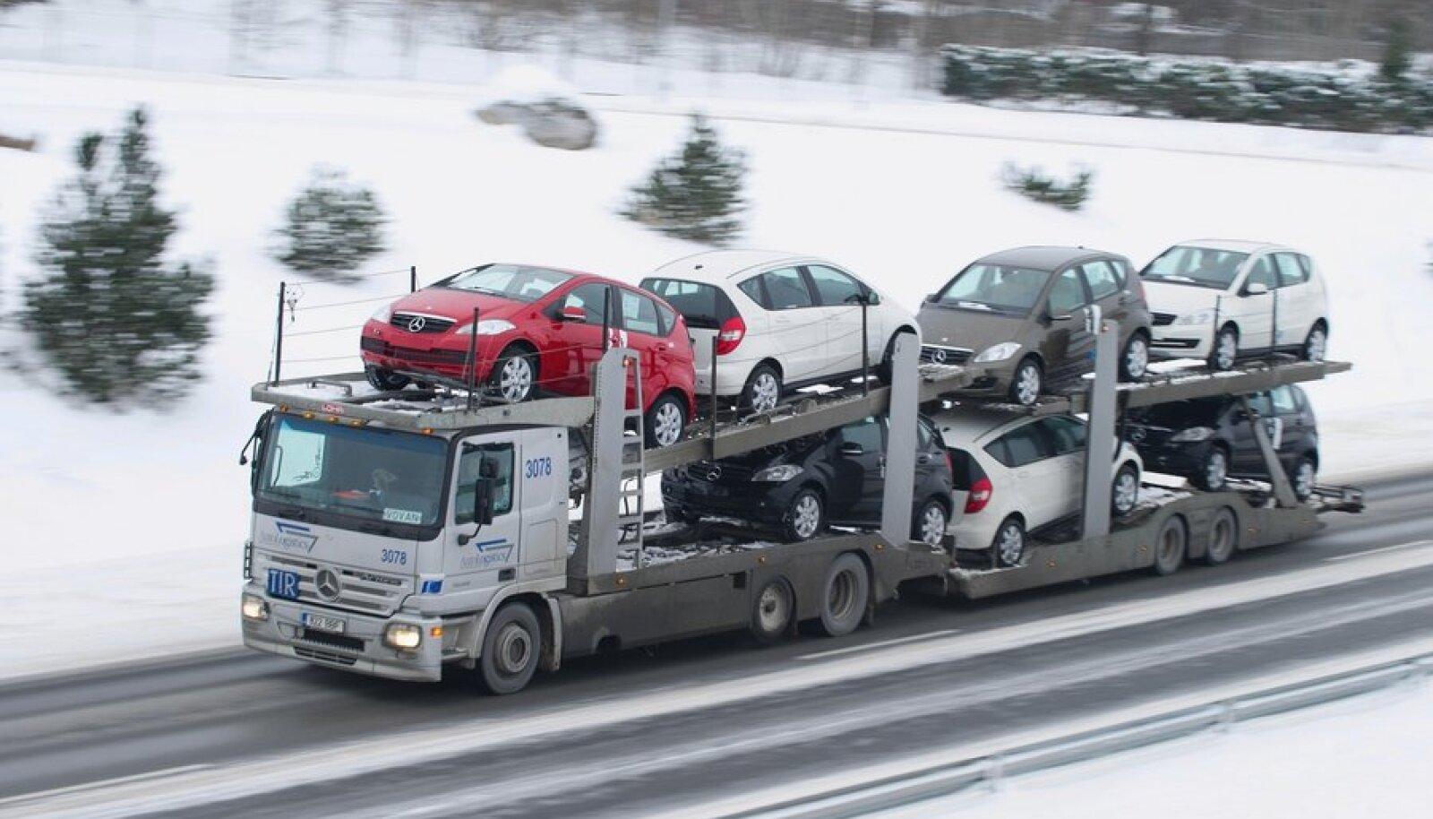 Rekkad Tallinn - Tartu maanteel Patika viadukti juures