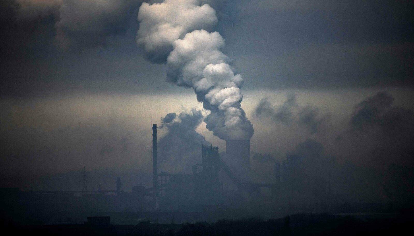 Koroonapandeemiast tingitud ajutine emissiooni vähenemine ei aita kliimamuutust peatada, kui ei loobuta lõplikult fossiilkütustest.