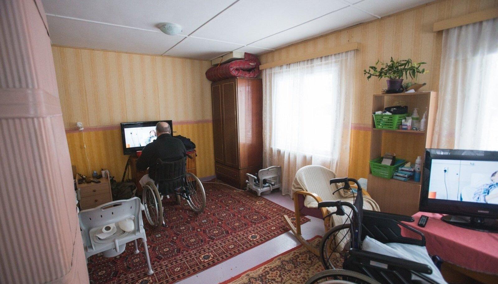 Merike Tederi peetavas perehooldekodus on kaks hoolealust, kes jagavad küll omavahel tuba, kuid maja terve pererahvaga.