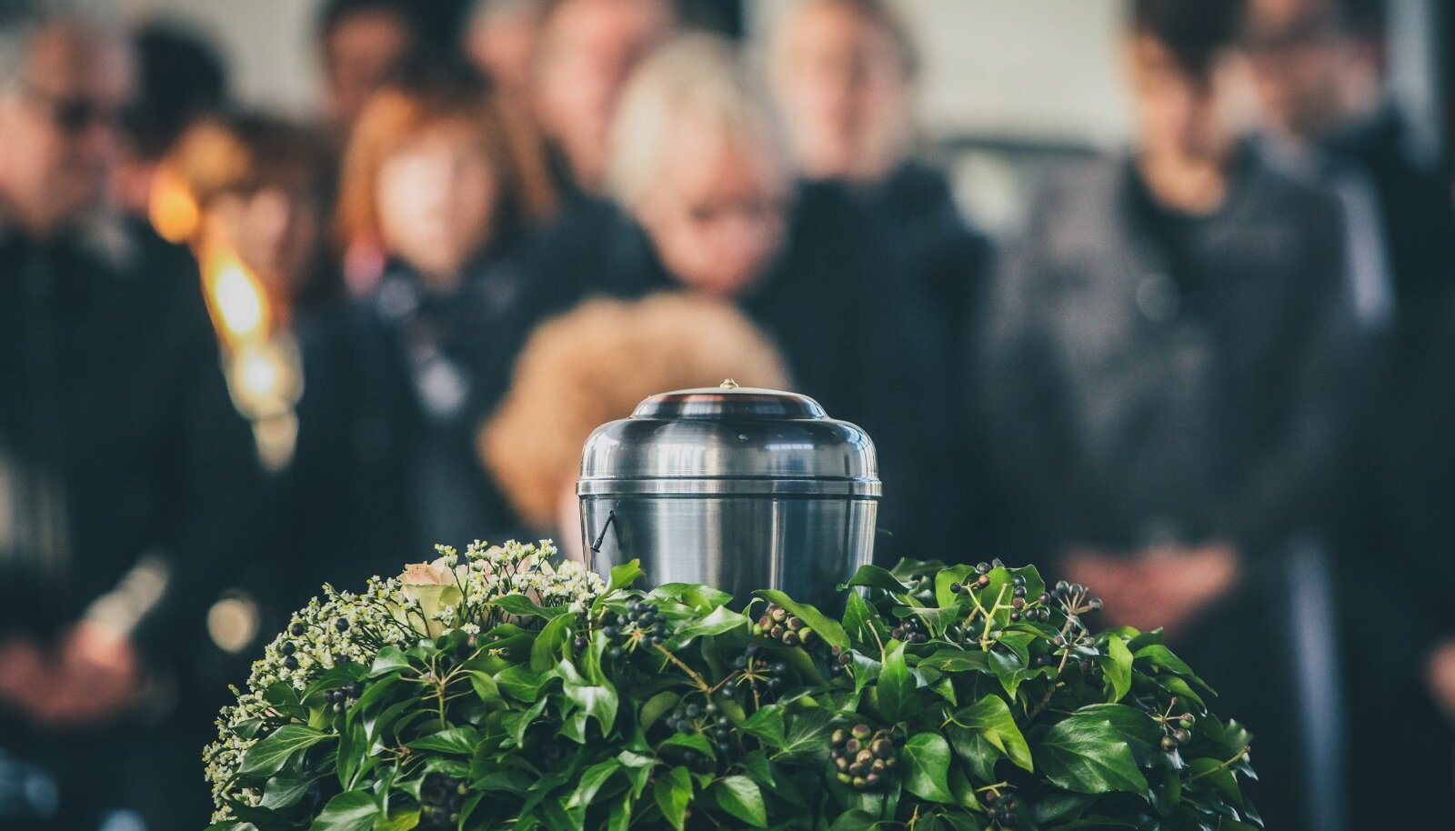 RASKE LAHKUMINE: Terviseamet soovitab lähedastel koroonasse surnud inimene tuhastada lasta.