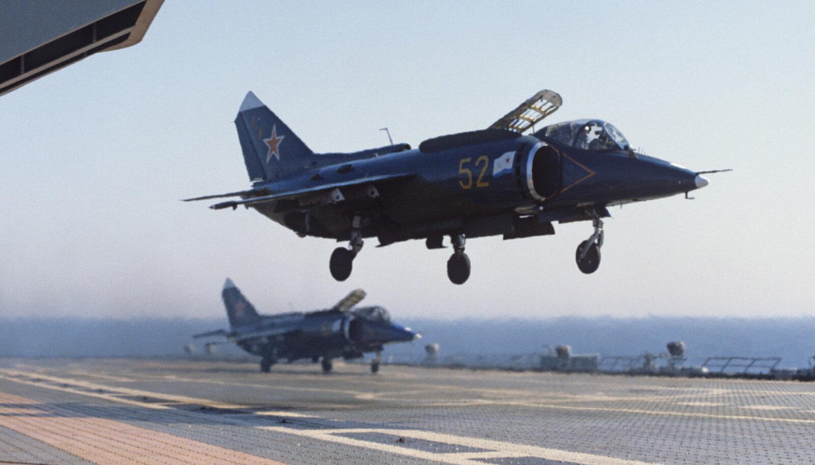 Jak-38P laskumas lennukikandjale Novorossiisk aastal 1984