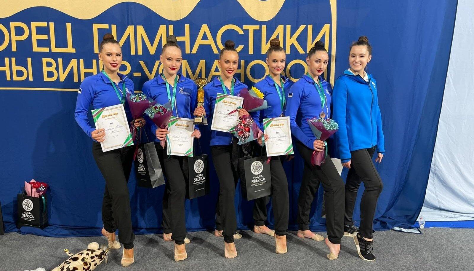 Eesti iluvõimlemise rühmkava koondis Moskvas.