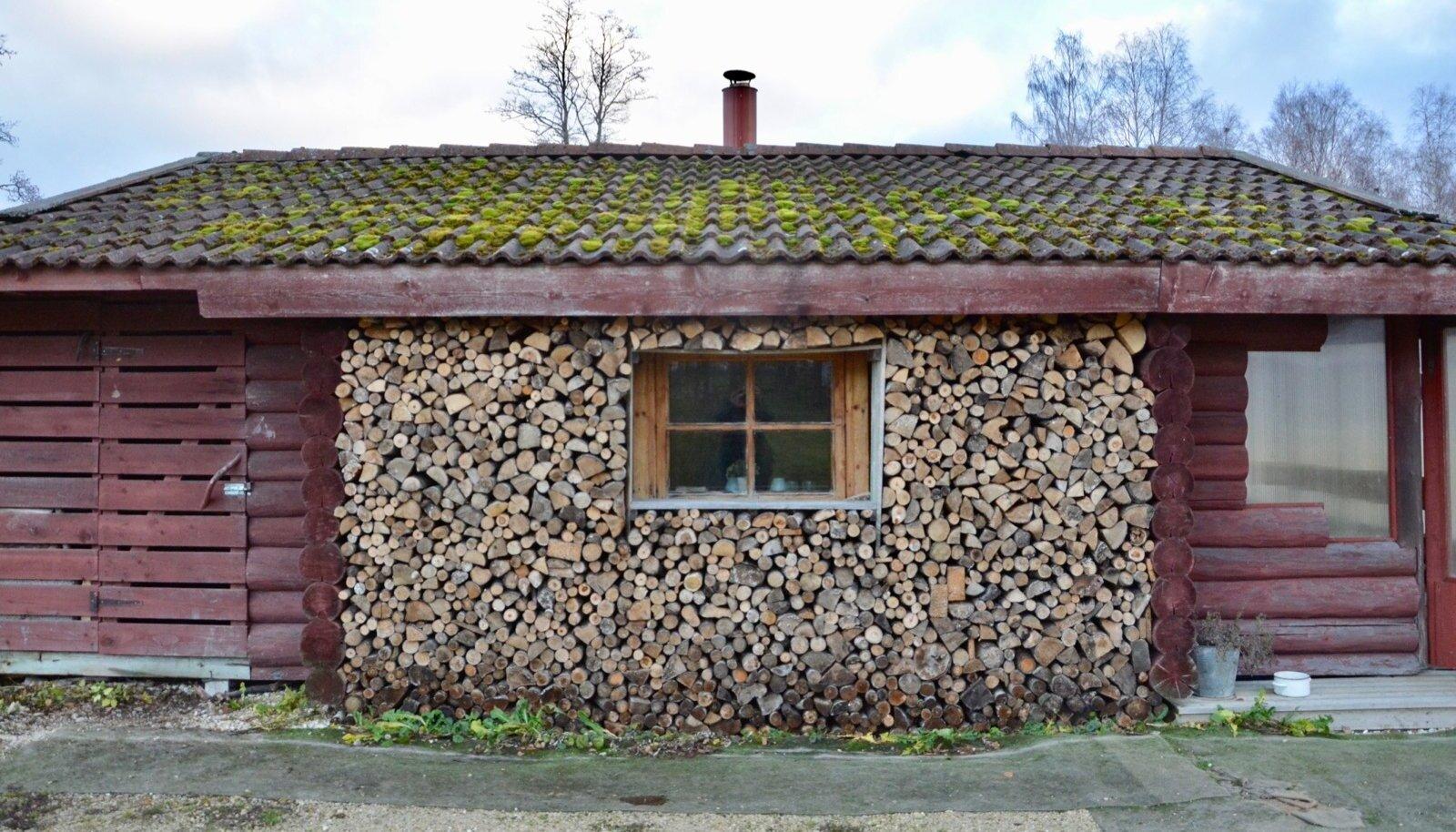 Ajalehed on küttepuude müügi kuulutusi täis, kuid helista kuhu tahes, hind kipub ruumimeetri eest ikkagi poolesaja euro juurde.