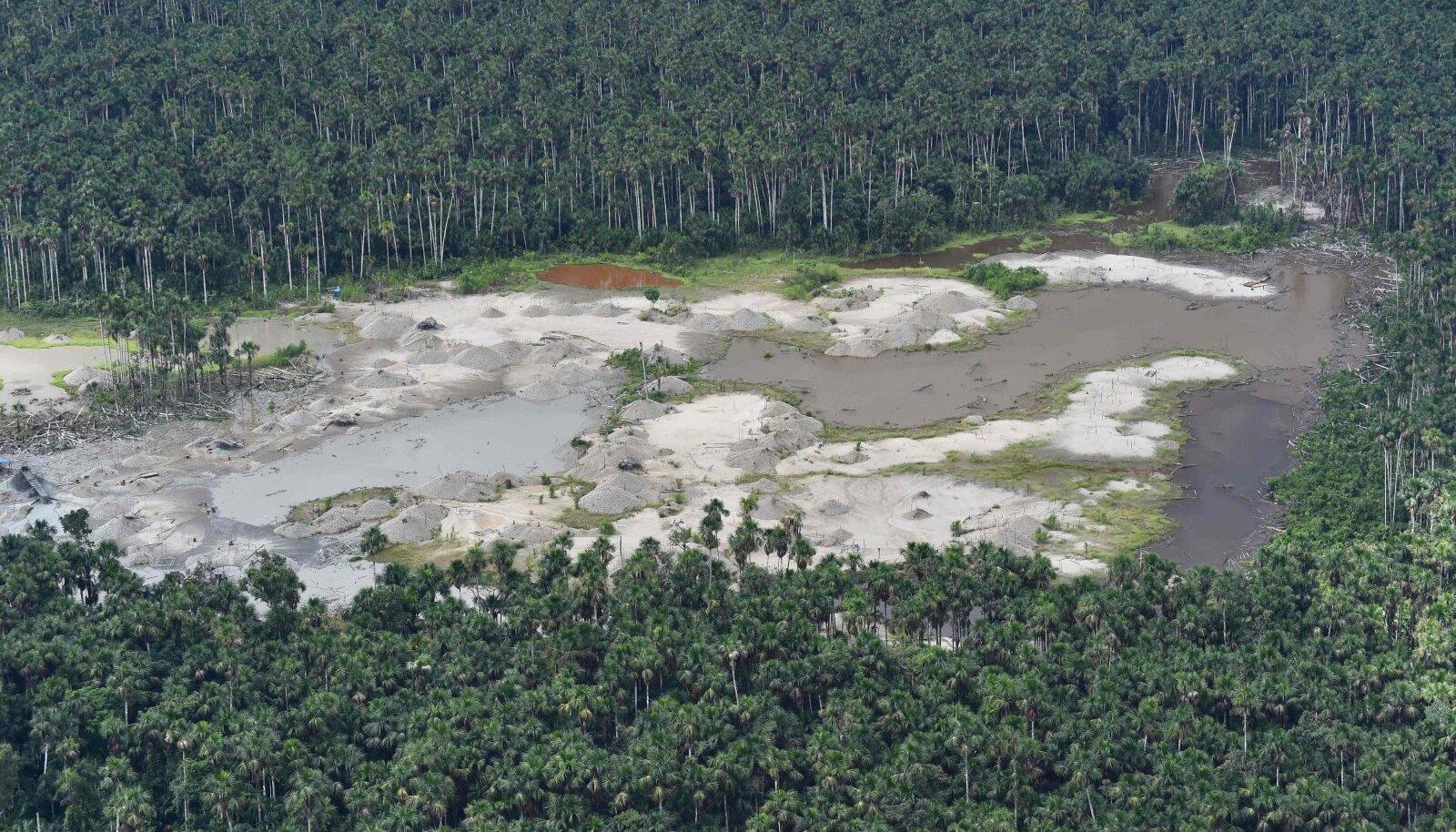 Illegaalse kaevandamise tõttu keemiliselt hävitatud mets