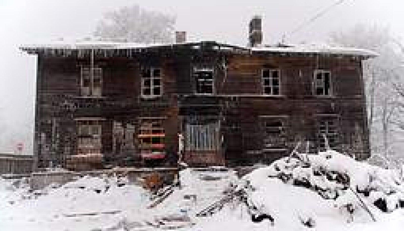 SURMAMAJAD: Põleng Vana-Kalamaja 48 nõudis aasta esimesel nädalal neli inimelu. Vallo Kruuser