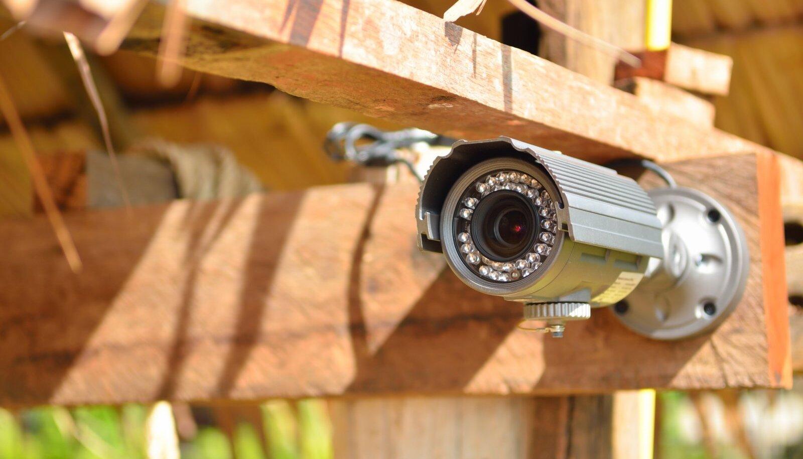 Oluline on kaamera valgustusvõime, infrapunavalgusti võiks ulatuda vähemalt 60 meetri kaugusele.