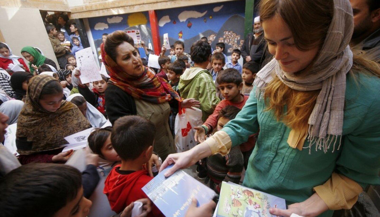 Eesti-Afganistani sõpruskoolide programmi raames jõuavad afgaani õpilastele Eesti sõprade abiga raamatudki.