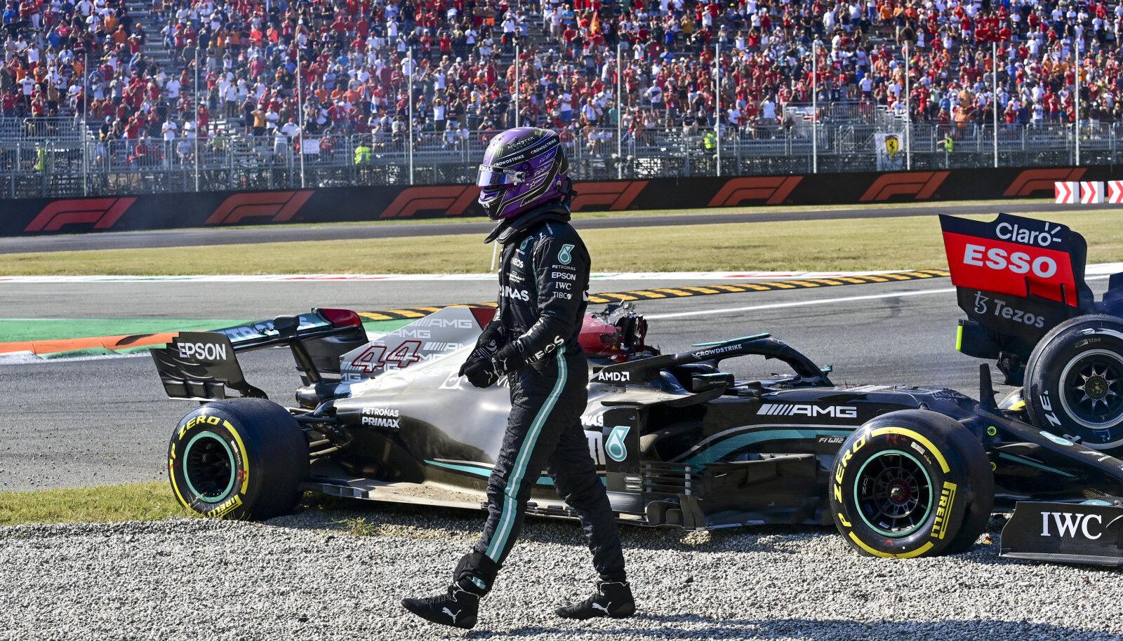 Lewis Hamilton pärast karmi avariid