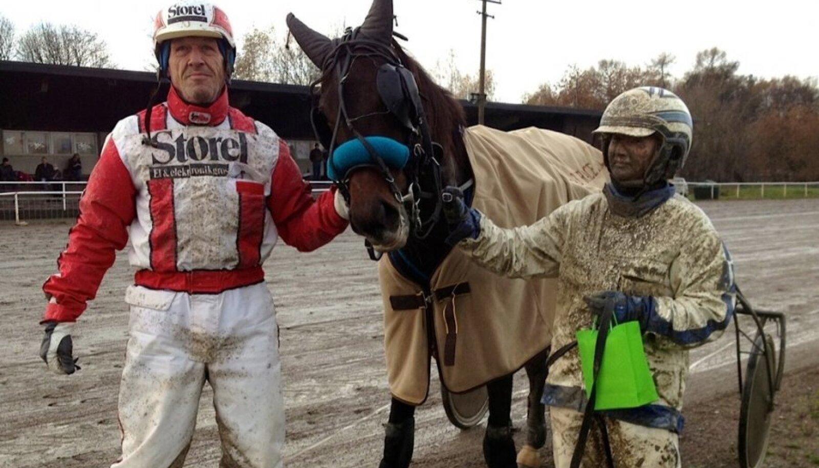 Baby Race 2012 võitjad: Lars Sundling (treener), Cinderella River, Olga Frolova (sõitja). Foto Jüri Järv