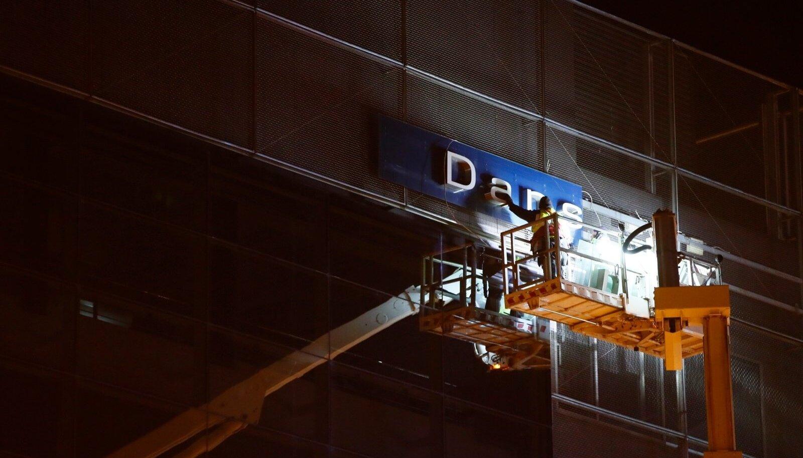 Danske pank on Eestis oma tegevust lõpetamas, hiljuti võeti ka viimased sildid panga seniselt Eesti peakontorilt maha.