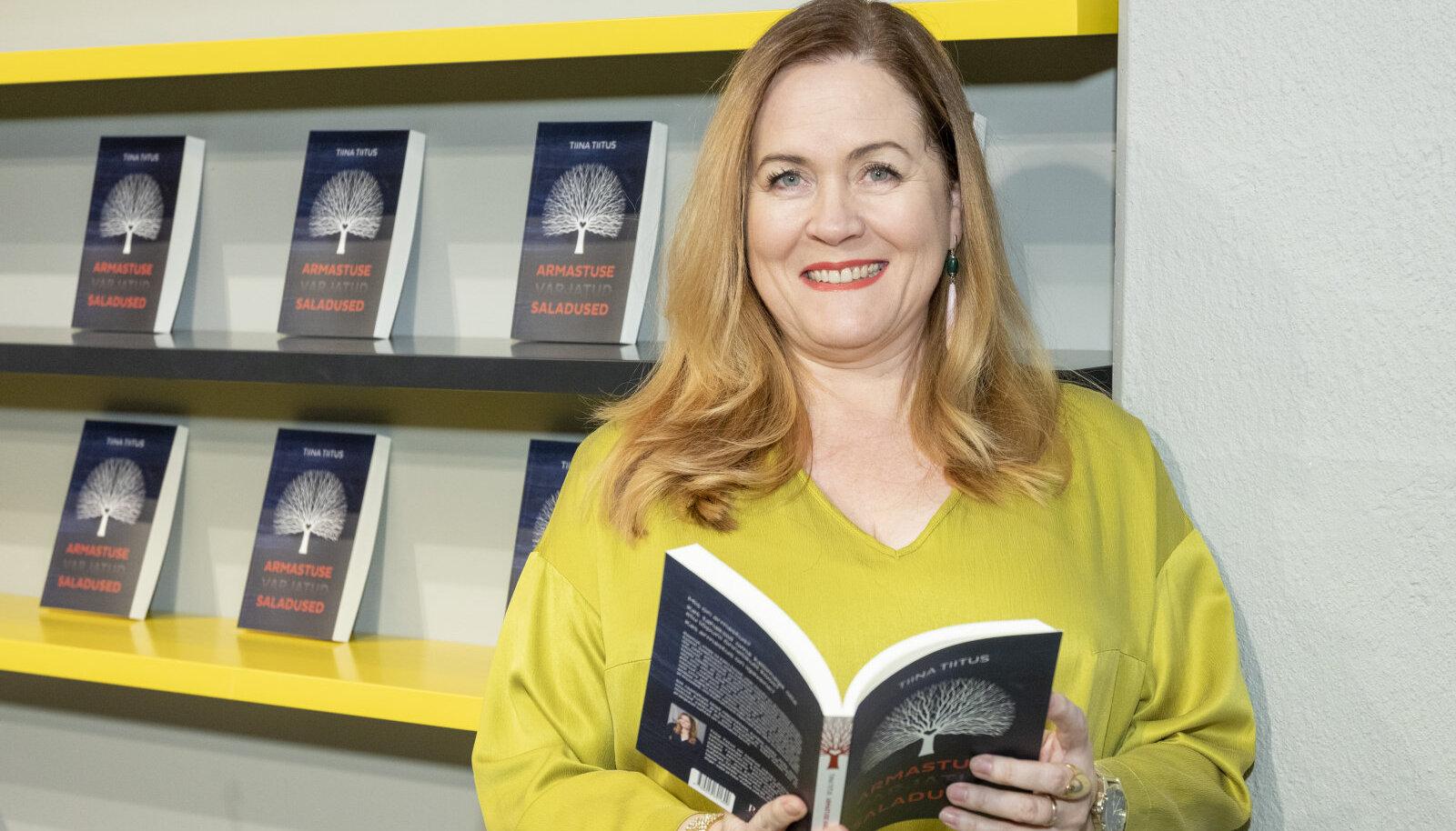 """Tiina Tiitus oma raamatu """"Armastuse varjatud saladused"""" esitlusel"""