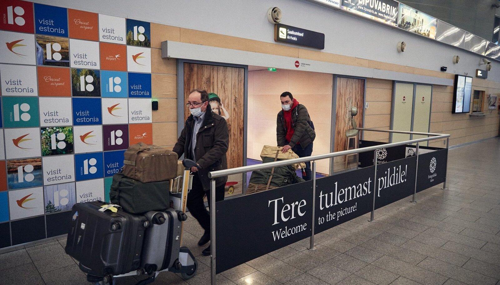 Olukorras, kus töötaja naaseb puhkusereisilt Eestisse riigist, kust saabumise järgselt kohaldub talle 10kalendripäevane liikumisvabaduse piirang, ei tohi tööandja töötajat töökohale lubada.