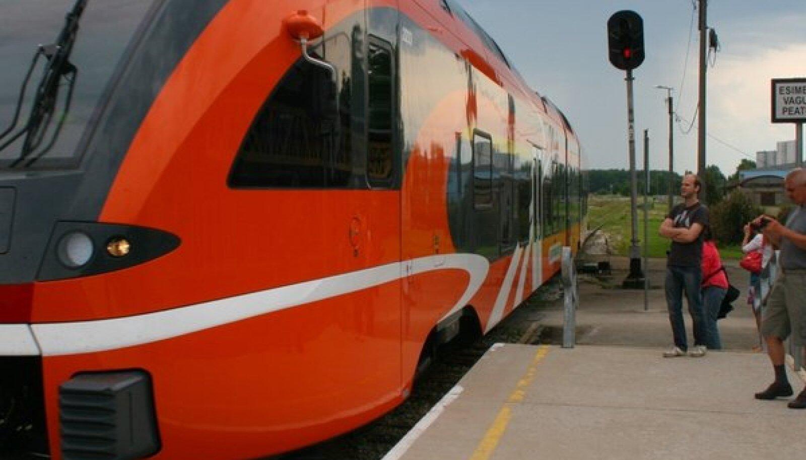 Uus rong ja vana jaam: Rapla vaksalisse saabub uus ajastu.