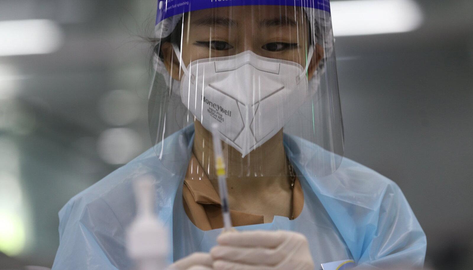 Näiteks Bangkokis kasutatakse nii AstraZeneca kui ka Hiina Sinovaci vaktsiine.