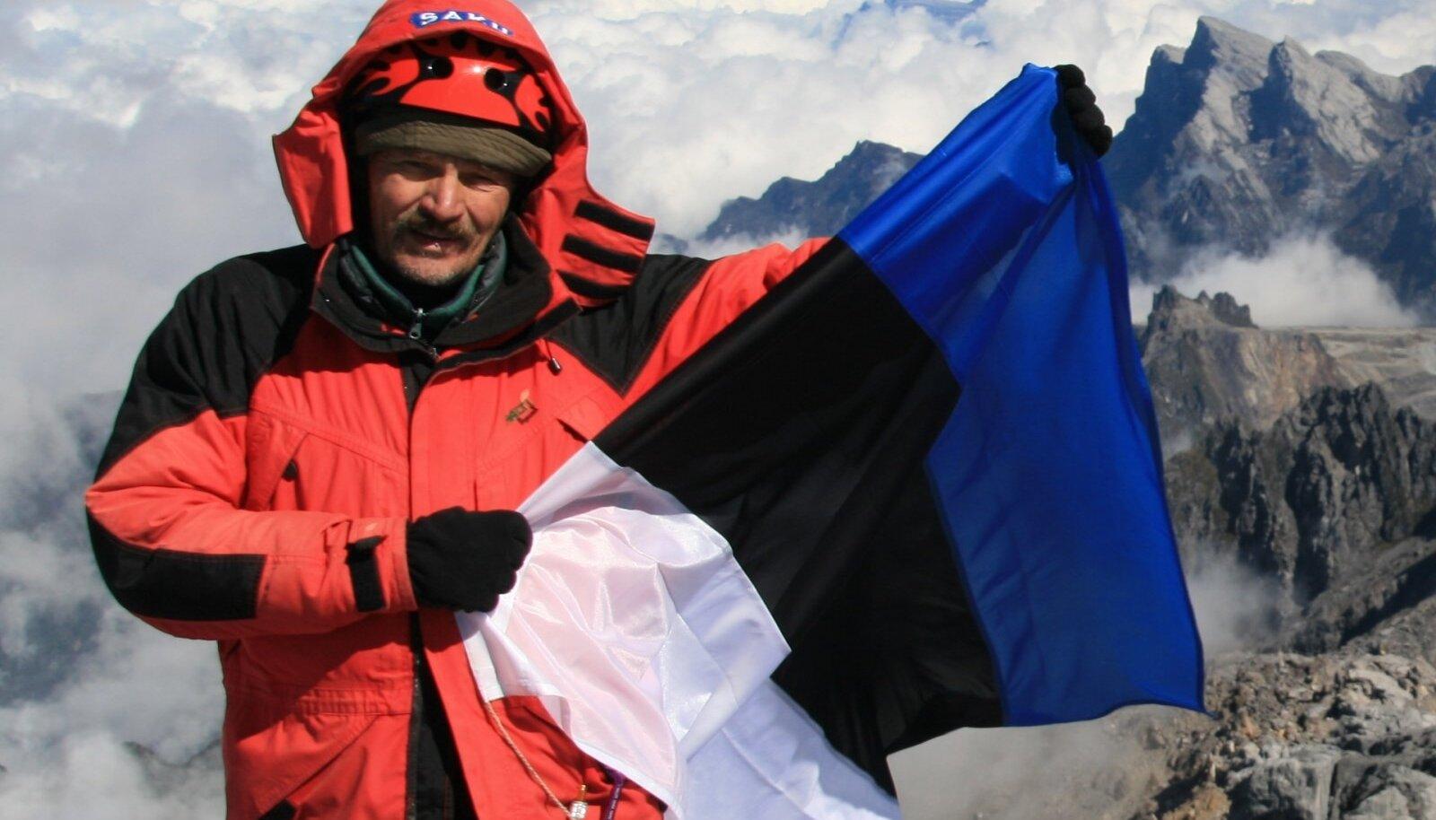 Tõivo Sarmet Mt. Everesti taustal