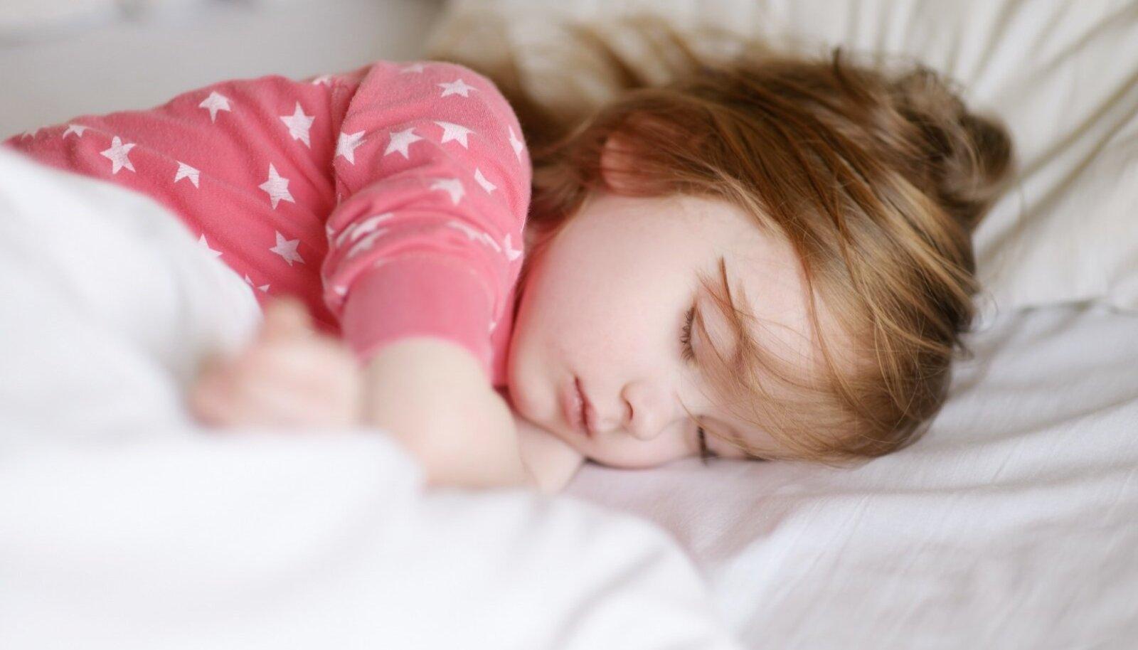 Unele on kindlasti pööratud liiga vähe tähelepanu ja ka näiteks perearstid võiksid tihemini küsida lapsevanematelt, kuidas nende laps magab.