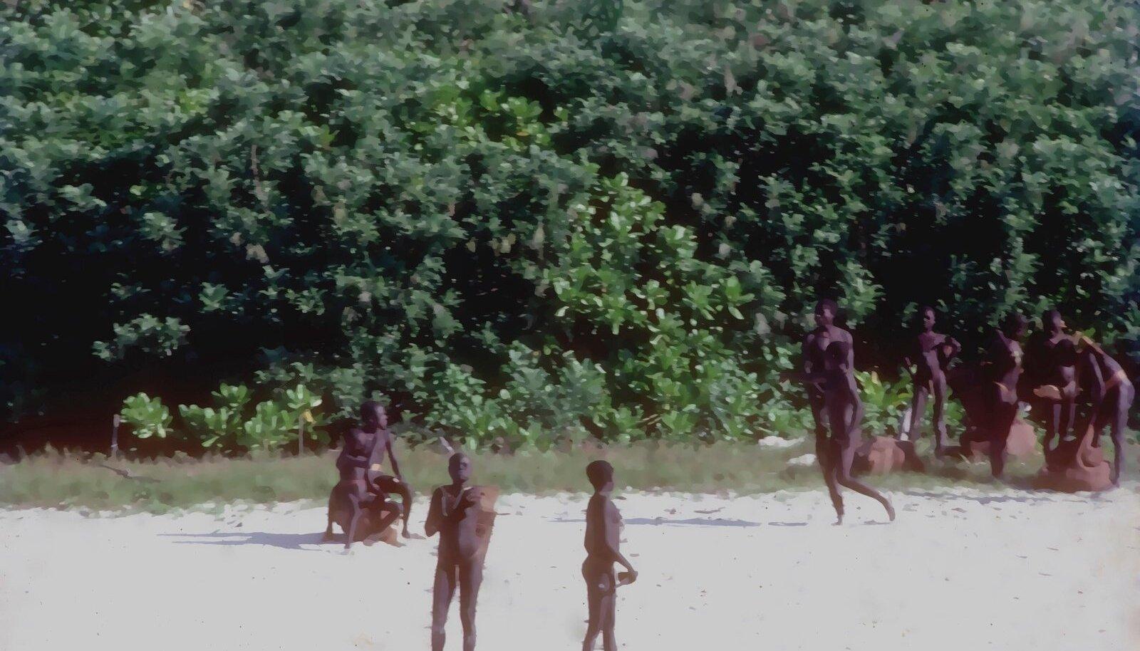 """KUVANDI KONGIS: Marco Polo kirjeldas Andamani saare elanikke kui """"kõige õelamat ja julmemat sugupõlve, kes paistavad söövat ära kõik, kes pole nende oma rassist"""". Kuigi kannibalismikommete sügavus pole teada, on kontaktikatsed pea alati lõppenud noolerahe"""