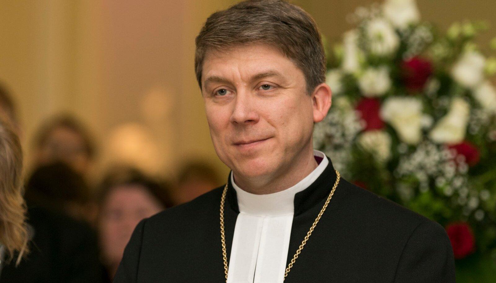 Põhiseaduse järgi Eestis riigikirikut ei ole, aga EELK peapiiskopi Urmas Viilma tõhusa tegevuse tulemusel hakkas eriti eelmise valitsuse ajal tunduma, et on küll.