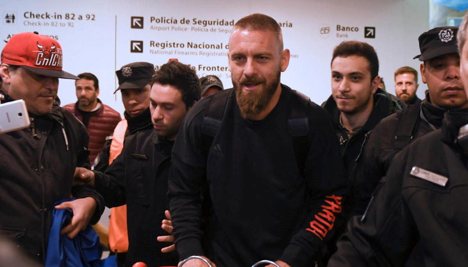 Daniele De Rossi Buenos Airese lennujaamas.