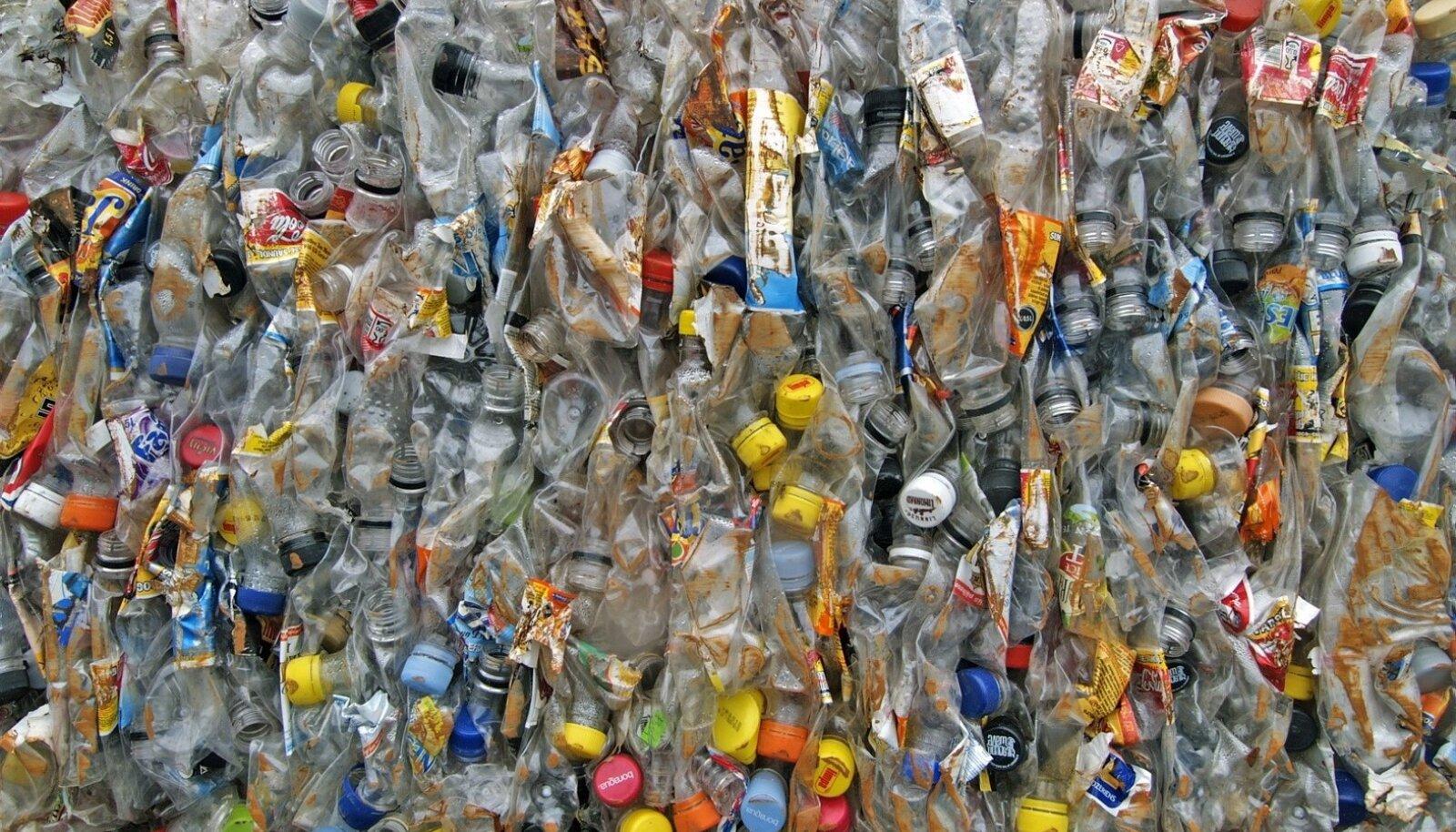 Tänu pandipakendite tagastamisele kogutakse Eestis kokku ligi 90% plastpudelitest ja nende korkidest.