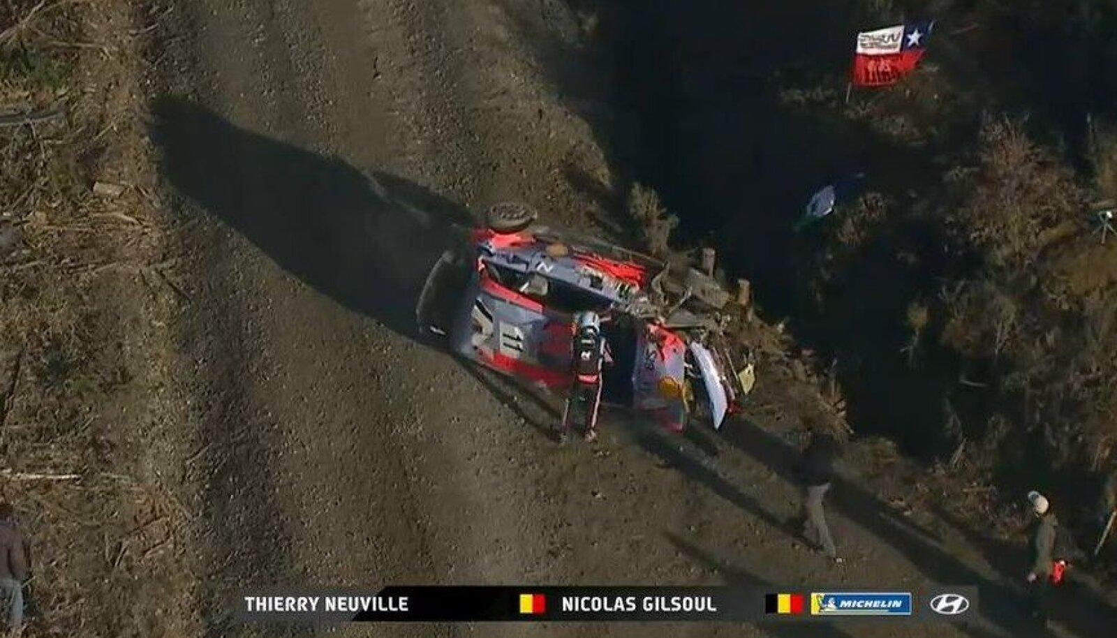 Thierry Neuville`i masin pärast avariid