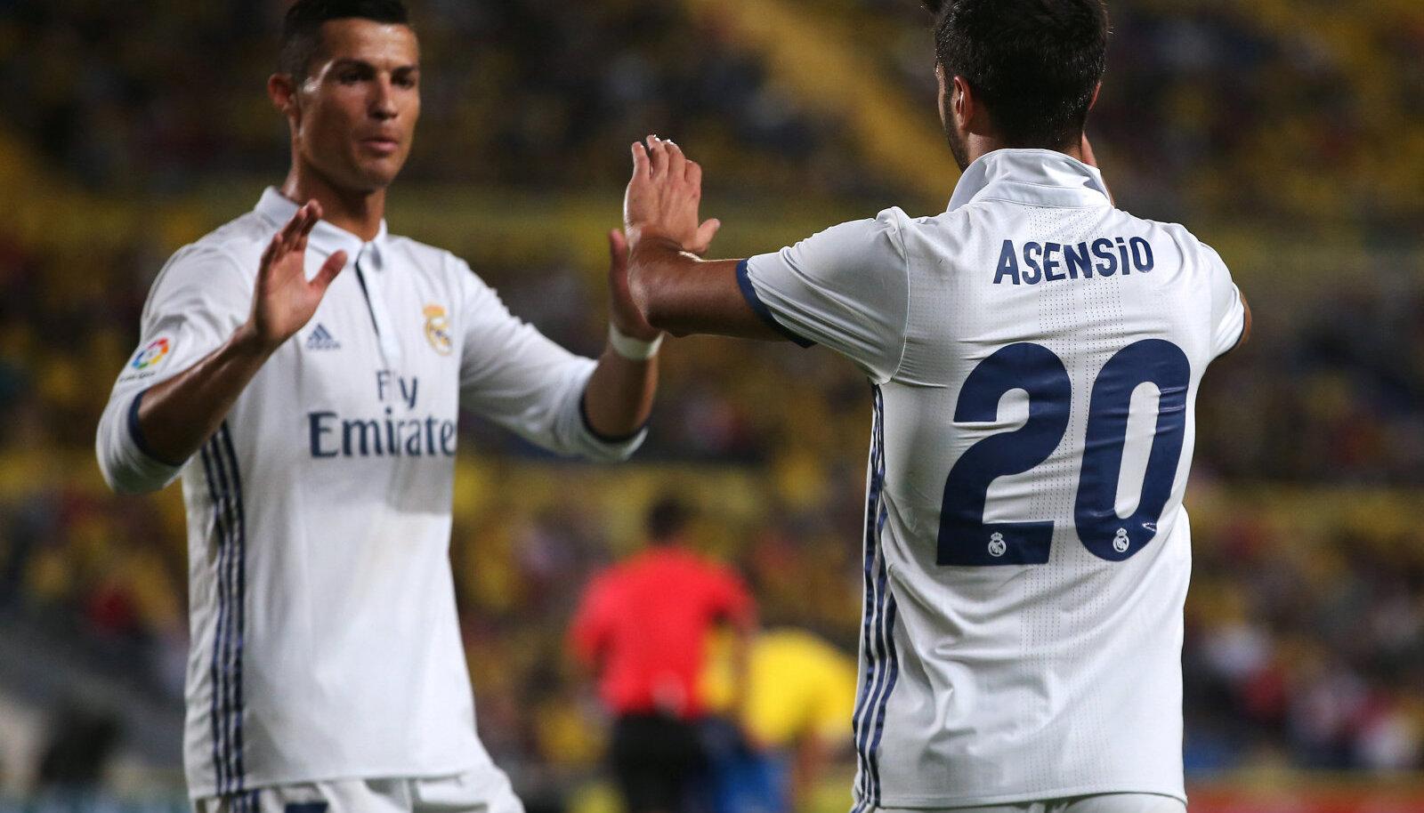 Marco Asensio Madridi Reali särgis koos Ronaldoga