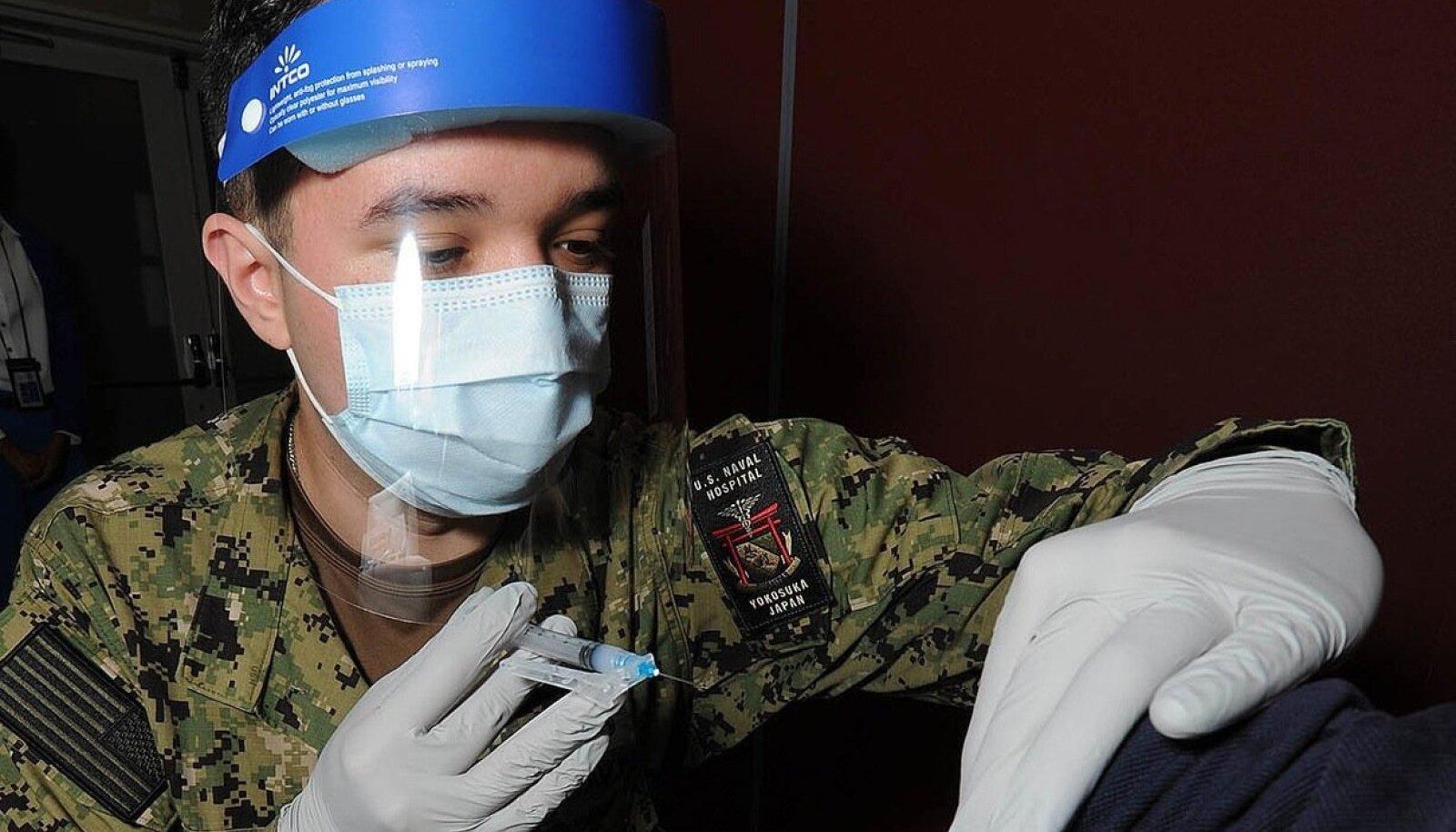 Moderna vaktsiini manustamine Atsugis, Jaapanis