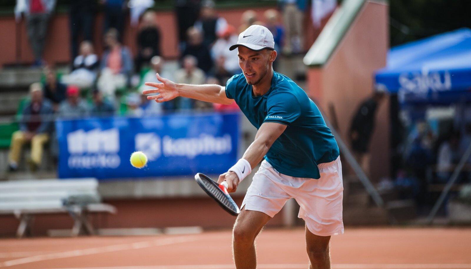 Kenneth Raisma Eesti meistrivõistlustel Kalevi tenniseklubis.
