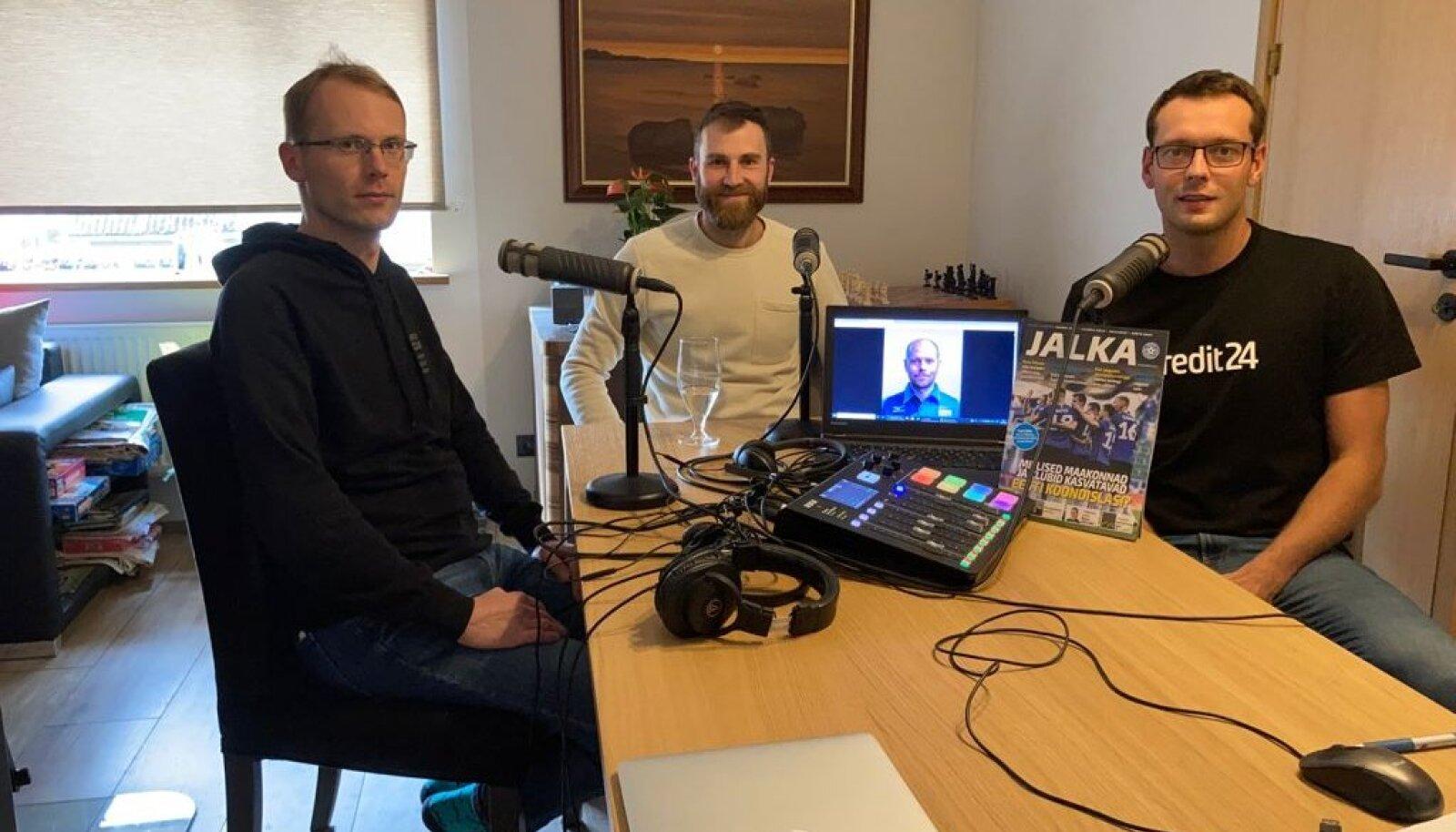 Mihkel Uiboleht, Andres Toobal, Alar Rikberg (arvutiekraanil) ja Karl Rinaldo.