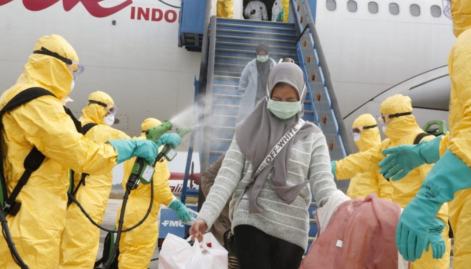 Indoneesia turiste pritsiti antiseptikuga, kui nad naasid Hiinast Wuhanist.