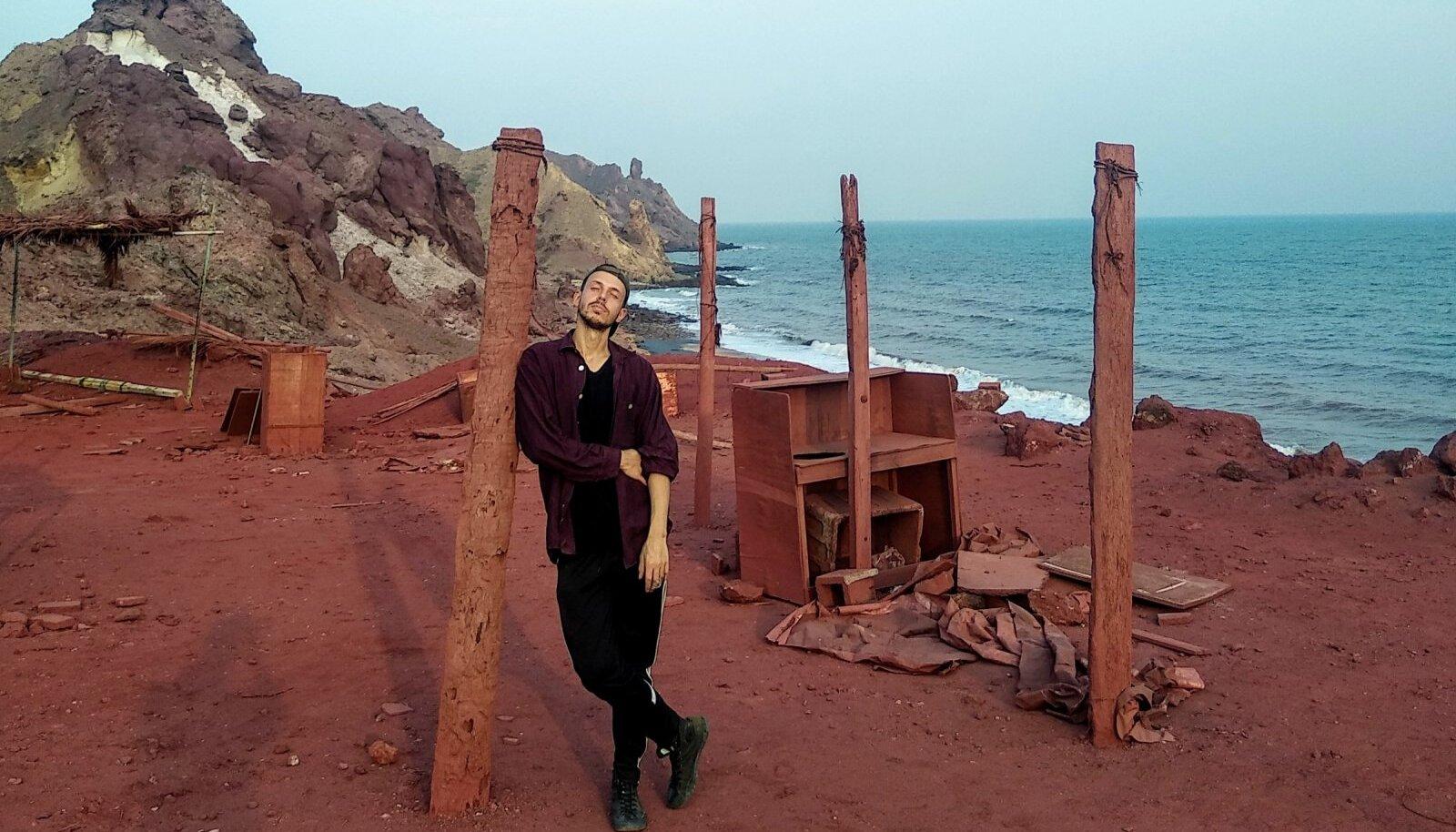 Autor poseerimas Hormuzi saarel – vahel on äge, kui autor satub ka pildile.