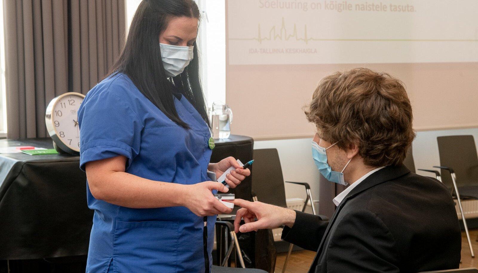 Valitsusliikmed lasid end vaktsineerida. Fotol Tanel Kiik
