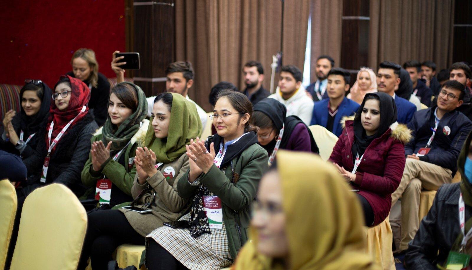 Eesti aitas Afganistani noortel IT-talentidel, kellest paljud on naised, oma unistustele lähemale jõuda. Nüüd, Talibani võimuletulekuga on nad sattunud väga keerulisse olukorda.