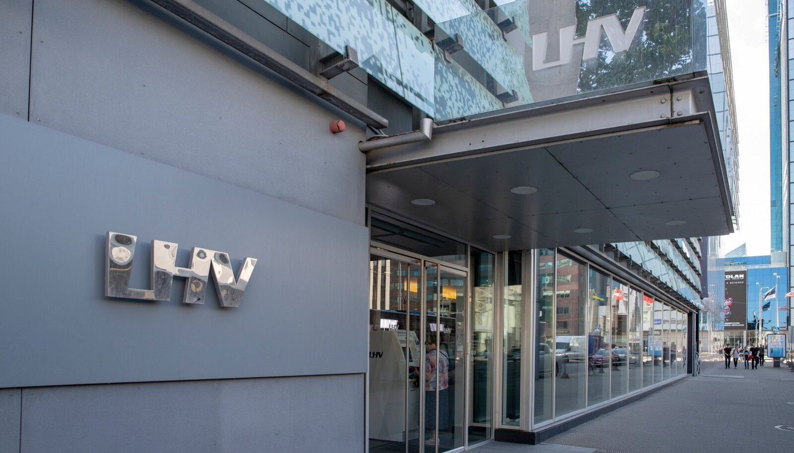 LHV pank peatas pangaülekande
