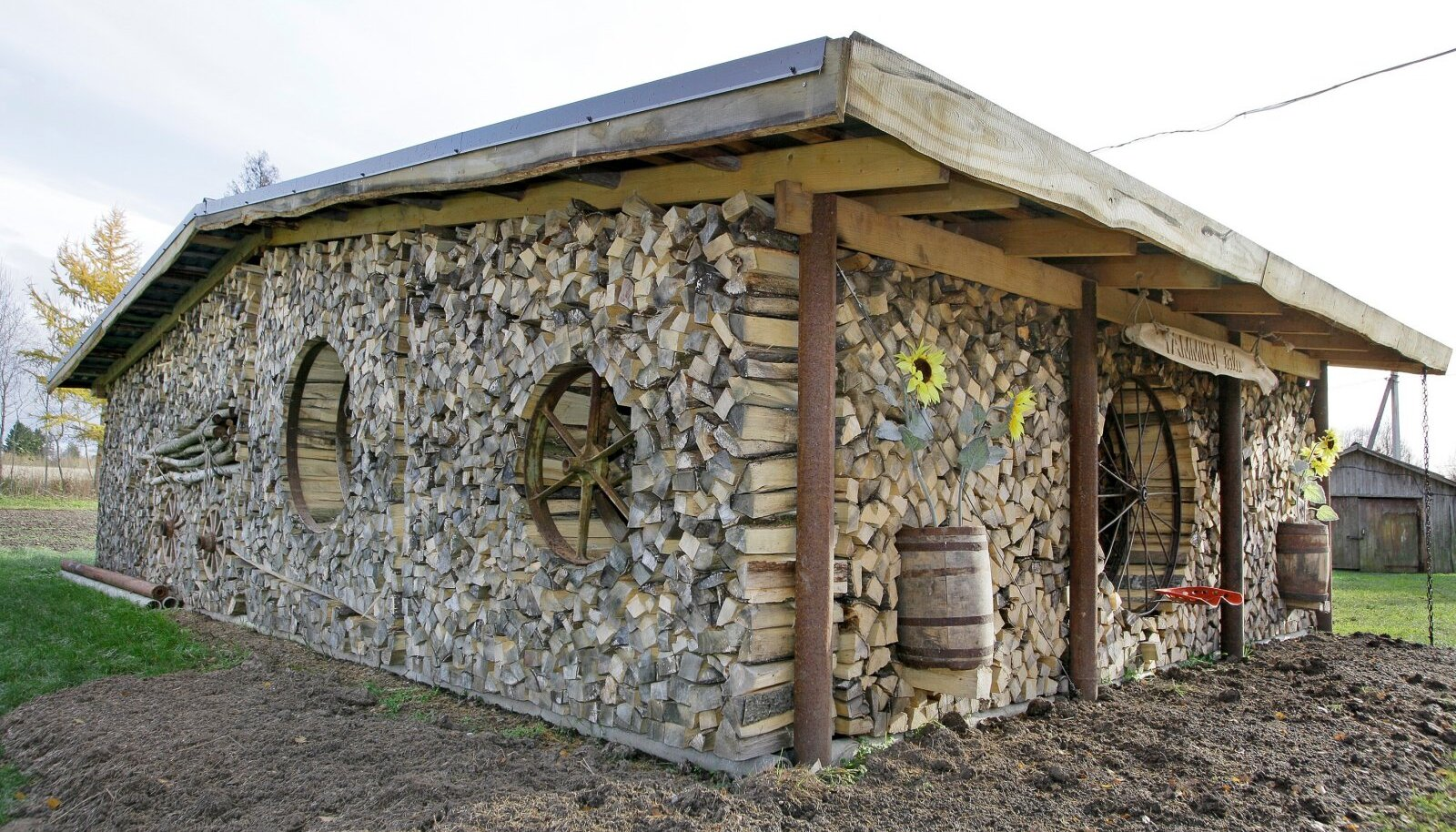 Puuriitadest saab lausa kuuri seinad laduda.