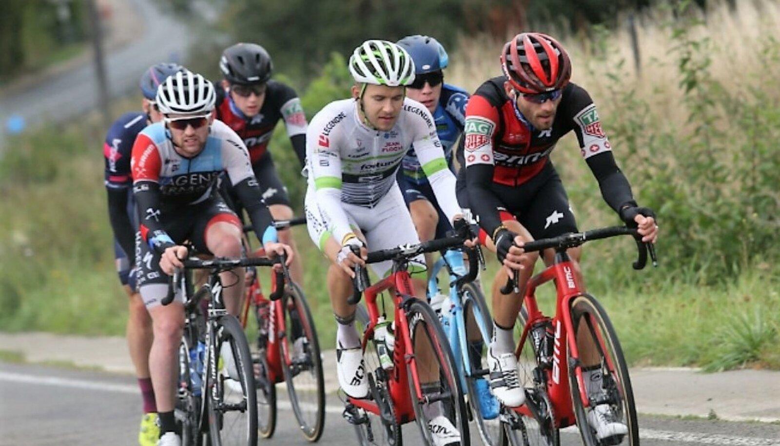 Karl Patrick Lauk (valges) Fortuneo-Samsici profitiimi stažöörina Tour de l'Eurométropole'i ühepäevasõidul
