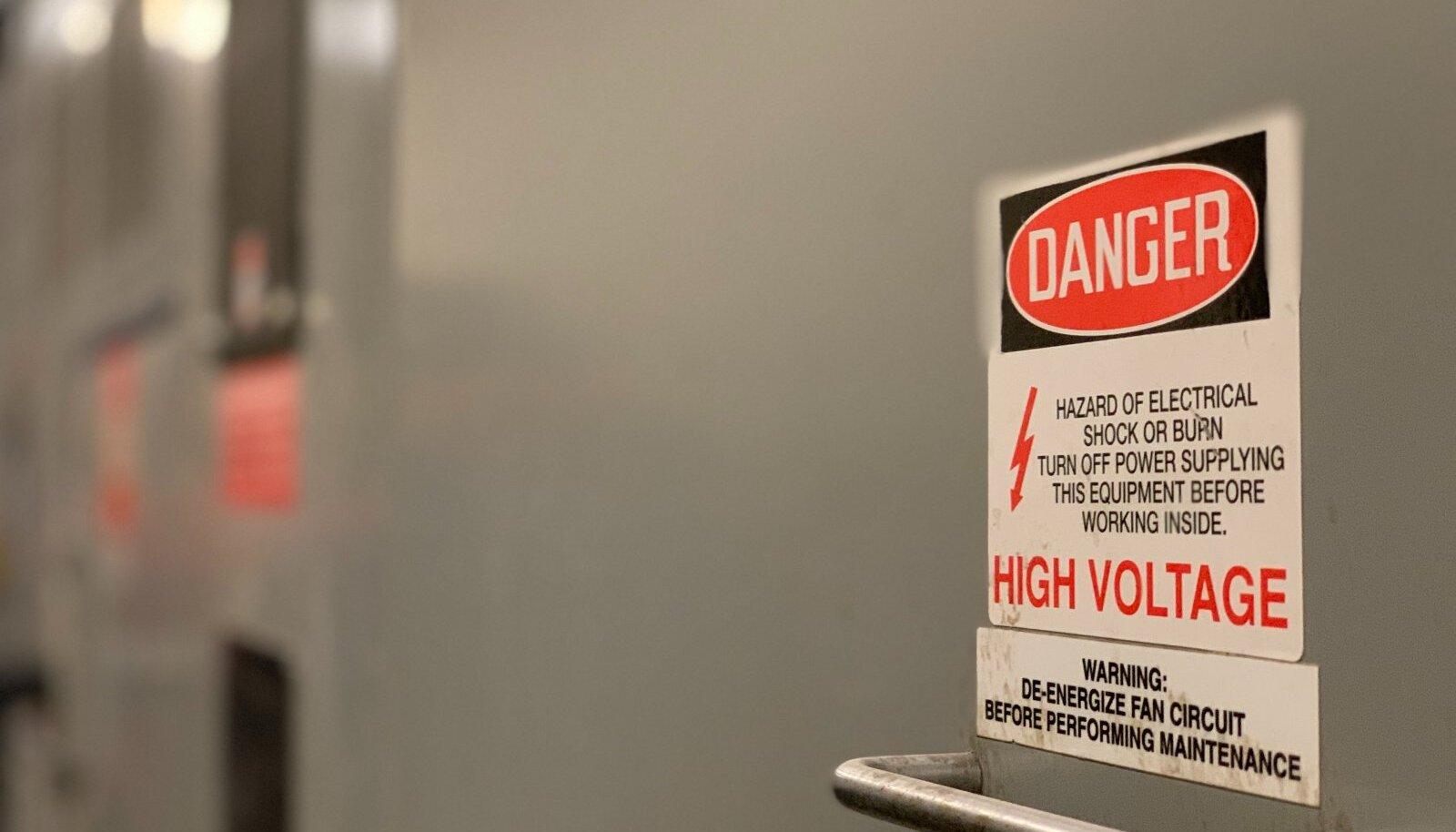 Elegaasi kasutamine kõrgepingesüsteemide isolaatorina on toimiv lahendus, aga ohtlik keskkonnale