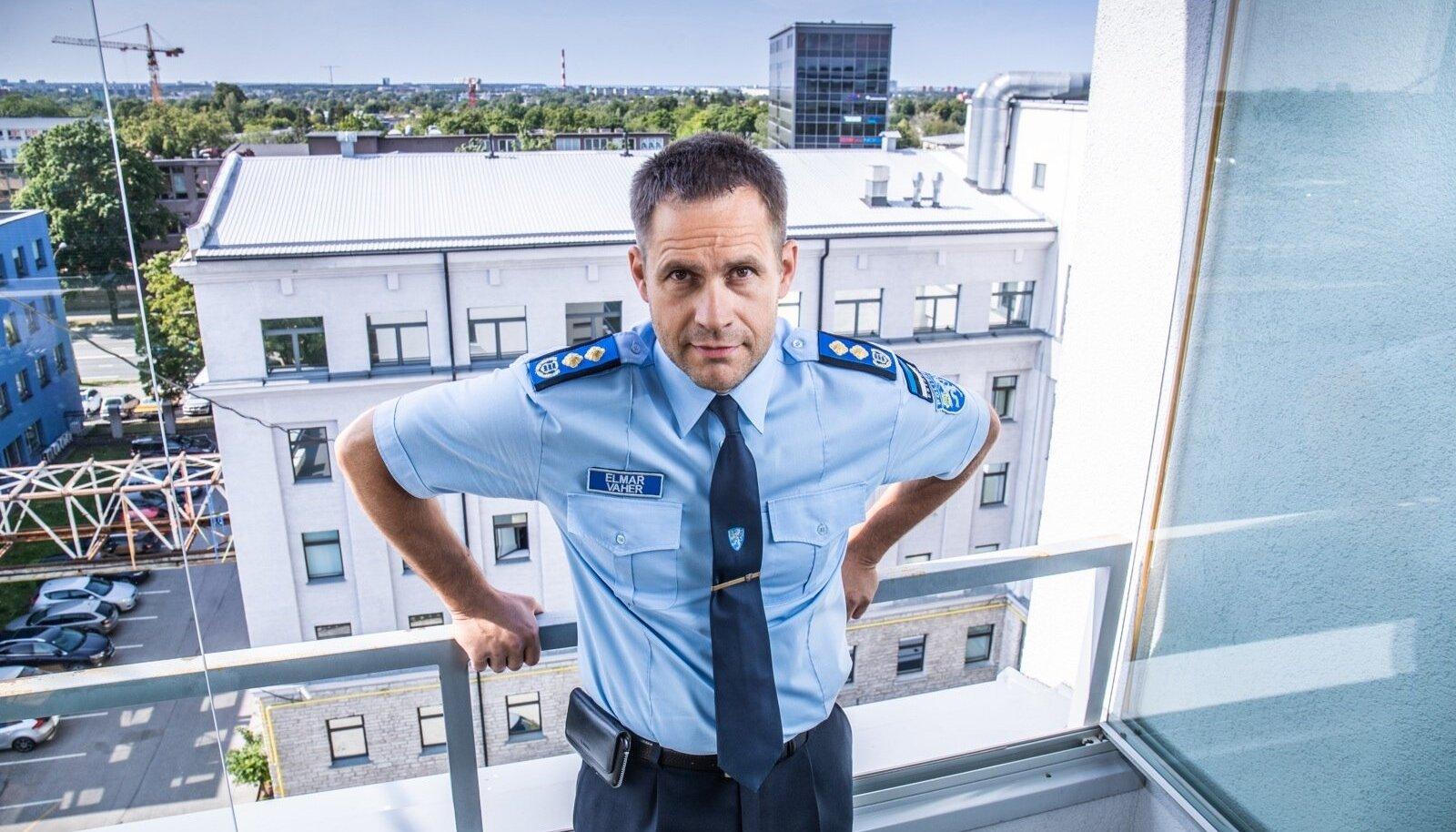 Politseitöö pole selline, et õhtul kell pool viis kergitad kaabut ja lähed koju. Pea jahvatab tööasjade kallal ka kodus ja nädalavahetustel, ütleb Elmar Vaher.