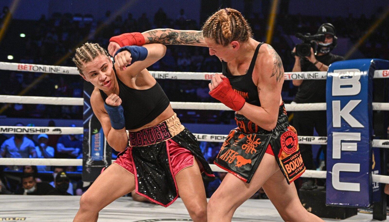 Paige VanZant vs Britain Hart