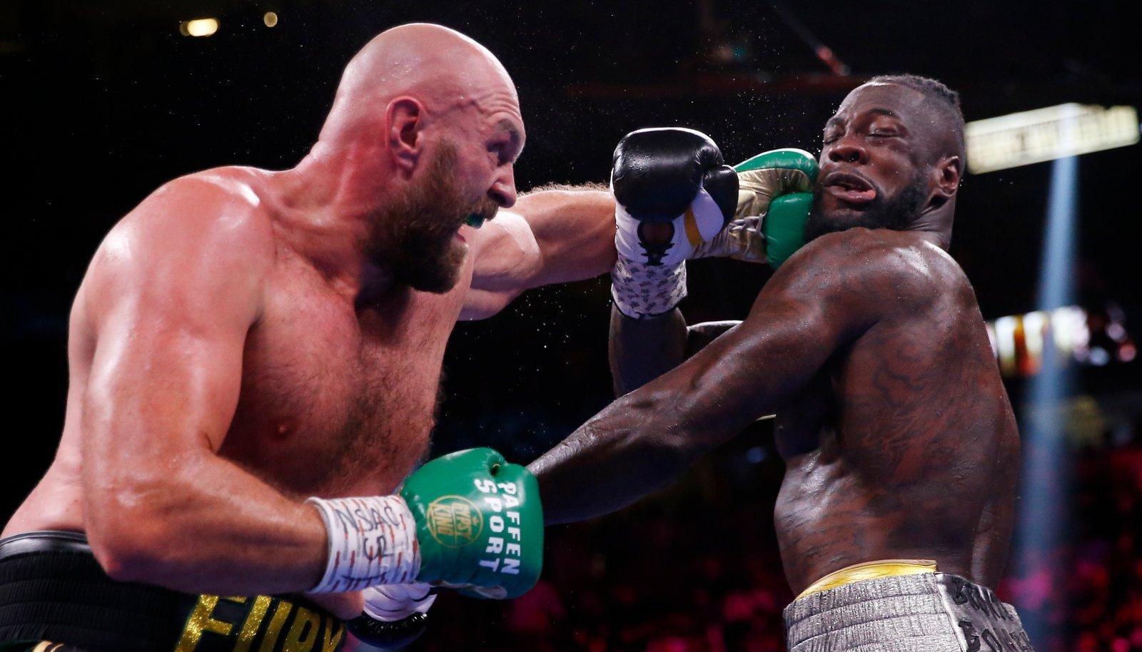 Tyson Fury (vasakul) tümitas Deontay Wilderit päris korralikult.