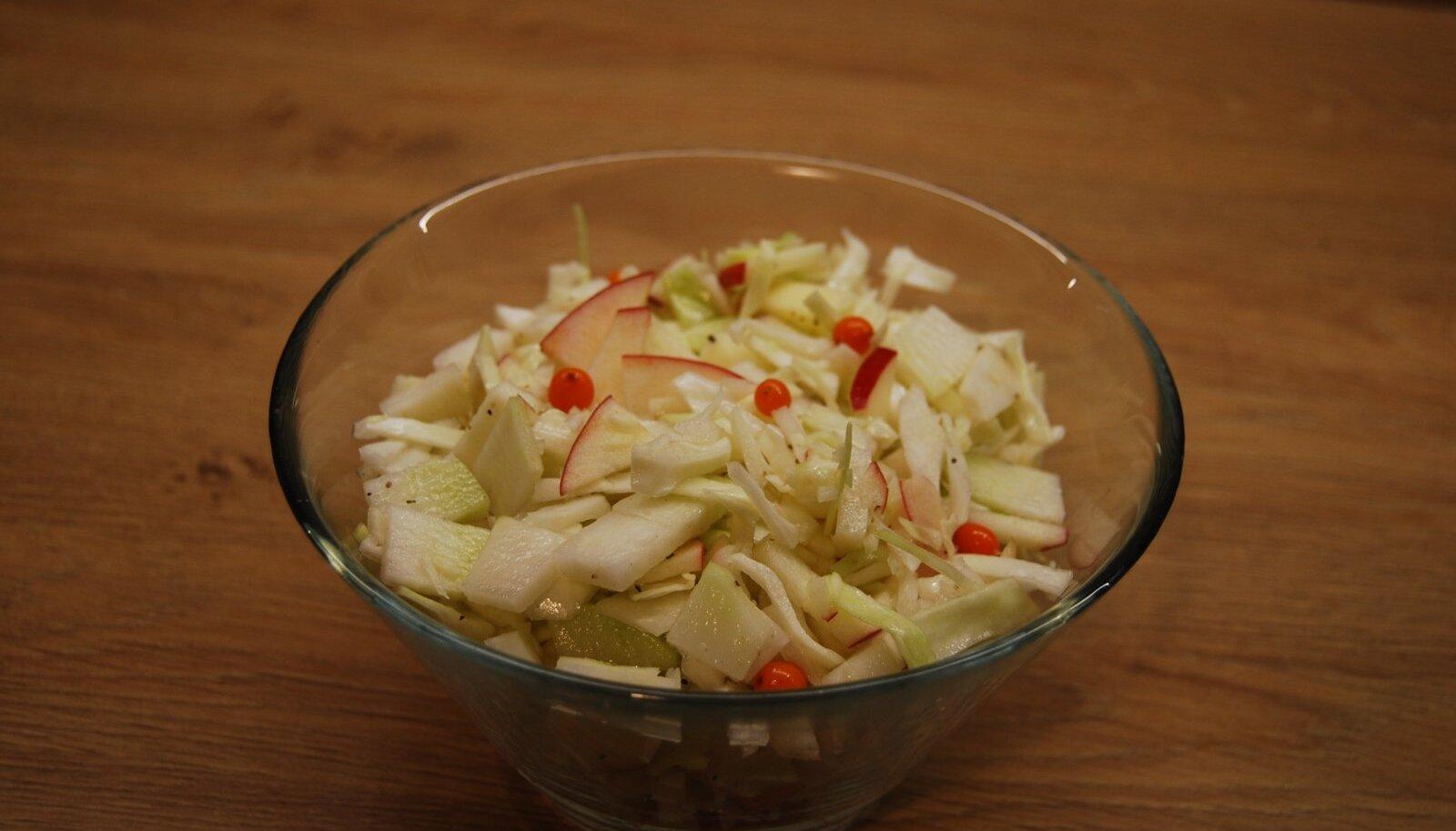 Salat valgetest kapsastest.